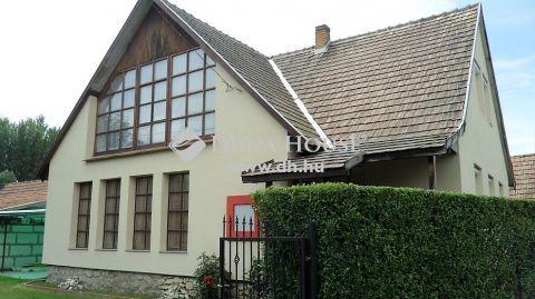 Eladó Ház, Veszprém megye, Somlójenő - Somlőjenő, központban, csendes utcában