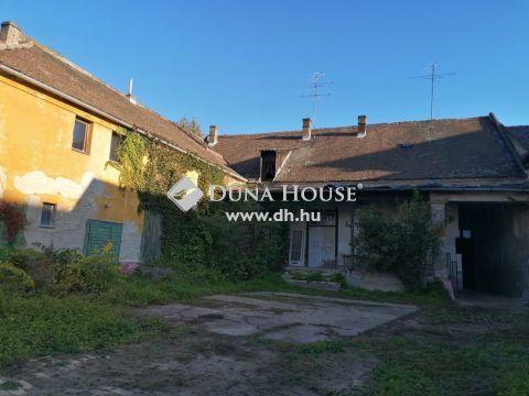 Eladó Ház, Bács-Kiskun megye, Kecskemét - Belvárosban, polgári stílusú házrész