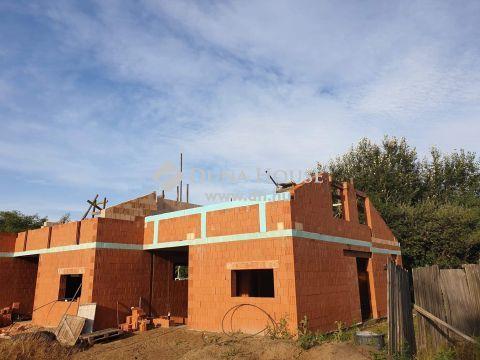 Új építés