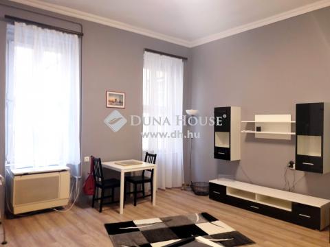 Eladó Lakás, Budapest - Palotanegyedben felújított, 2 külön nyíló szobás, kocsibeállóval