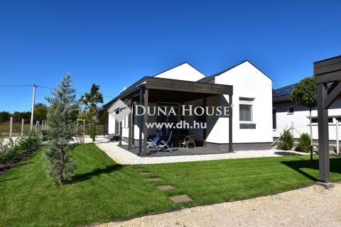 Eladó Ház, Bács-Kiskun megye, Kecskemét - 90 m2-es új-építésű családi ház napelemmel, 700 m2-es telken