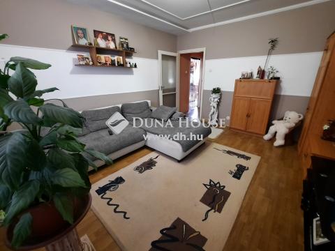 Eladó Lakás, Bács-Kiskun megye, Kiskunfélegyháza - 62 m2-es, 2+1 szobás, erkélyes lakás