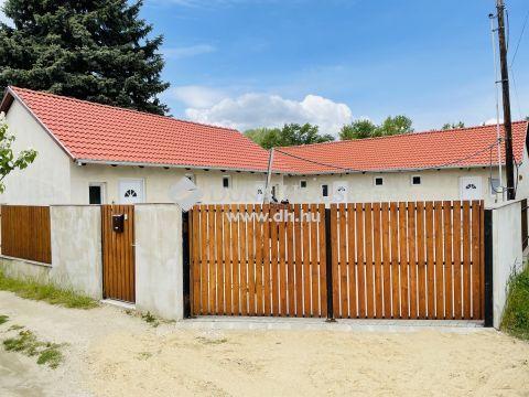 Eladó Ház, Pest megye, Szigetszentmiklós - 5 lakás egy helyen