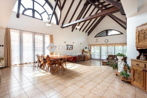 Eladó Ház, Budapest - Nem mindennapi, unikális családi ház eladó!