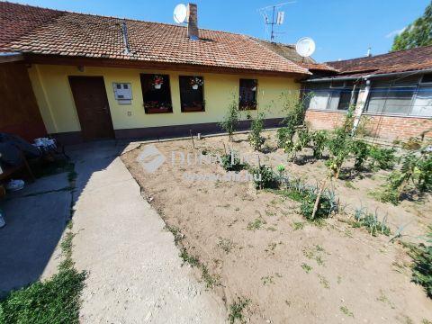 Eladó Ház, Bács-Kiskun megye, Kiskunfélegyháza - Teljesen leválasztott, saját udvarral rendelkező ház