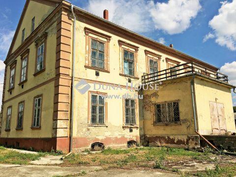 Eladó Ház, Zala megye, Nagykanizsa - A kastély, ahol a múlt történelme a jelenben él! Eladó Zala megyében a Balatontól 40 km-re Nagykanizsán fél hektáros területű birtokon elterülő, történelmi múltú kastély, udvarház!